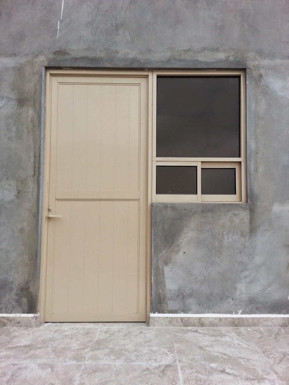 Persianas aluminio y vidrio puerta batiente para exterior for Puertas de cristal para exterior