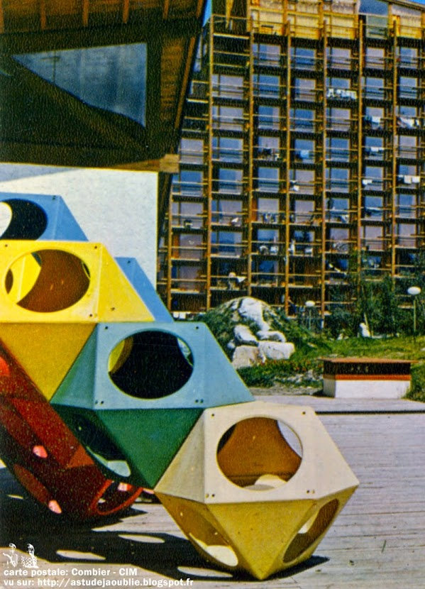 PlayCubes - Play Cubes - Aire de jeux - Playground  Architecte: Richard Dattner  Edition: Playstreet, Inc. / Playstyle Création: 1969  Les Arcs 1800