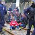 ΓΑΛΛΙΑ: Πραγματικά πυρά ζητά να χρησιμοποιήσει η αστυνομία στις συνεχιζόμενες συγκρούσεις μεταξύ βίαιων συμμοριών παράνομων μεταναστών