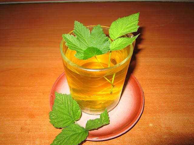 Чай с листьями малины и смородины