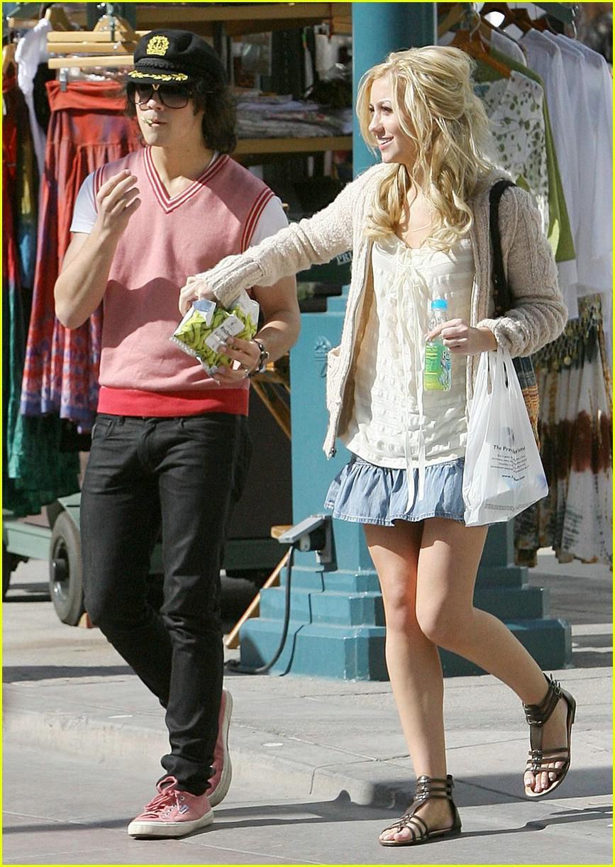 Joe Jonas Girlfriend Chelsea Staub All Hollywood Stars