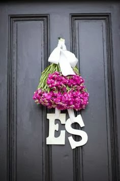 Flores para boda y decoración en la puerta