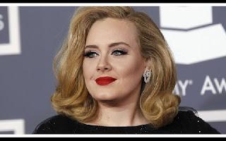 Adele vai lançar novo álbum em novembro, diz revista. Cantora deve seguir a tradição de usar as idades que tinha durante a composição das canções para dar nome ao trabalho. Sem divulgar material novo desde 2012, a cantora britânica Adele deve lançar seu terceiro álbum de estúdio ainda em 2015. De acordo com informações da revista Billboard, o novo álbum da cantora deve chegar às lojas em novembro.