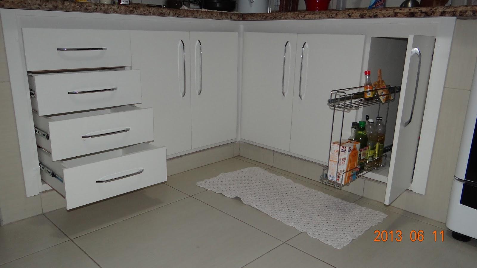 de cozinha com 4 gavetas 5 portas. em compensado naval revestido de  #B1541A 1600x900