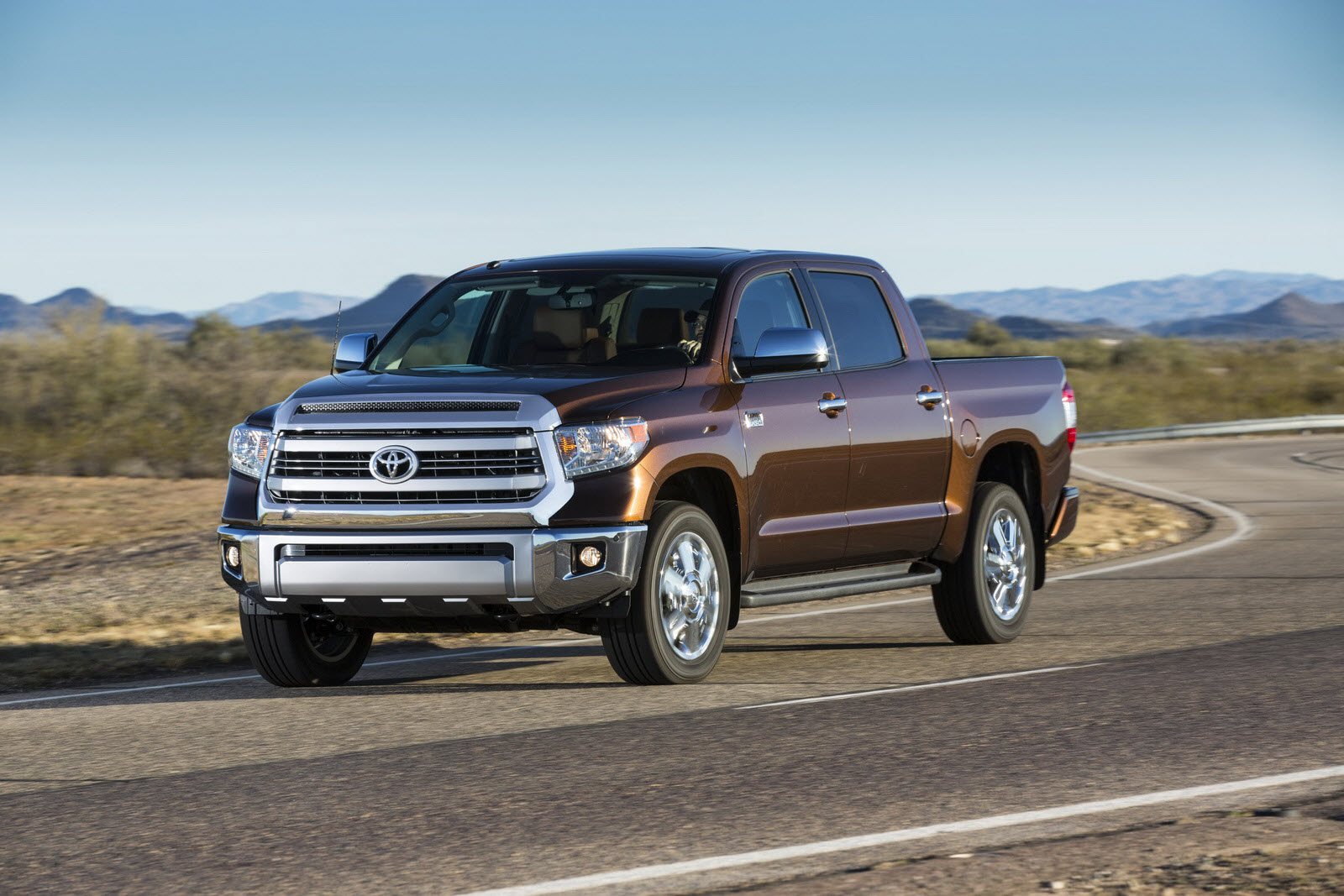 toyota unveils 2014 redesigned tundra full size pickup truck. Black Bedroom Furniture Sets. Home Design Ideas