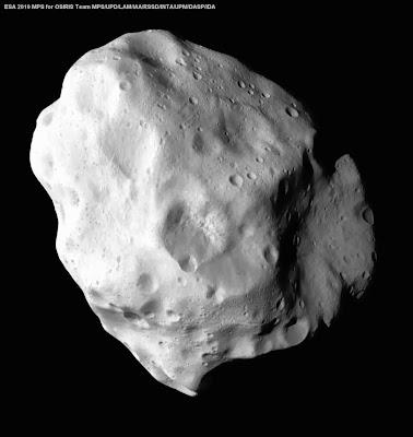 Asteroide Lutecia, visto de cerca por la sonda Rosetta