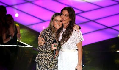 Ivete Sangalo, ao lado de Claúdia Leitte no The Voice Brasil - Vestido Branco em Guipir