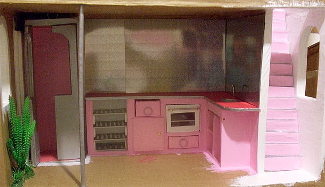 carton et chocolat cuisine barbie bricol e en carton barbie kitchen self made with cardboard. Black Bedroom Furniture Sets. Home Design Ideas
