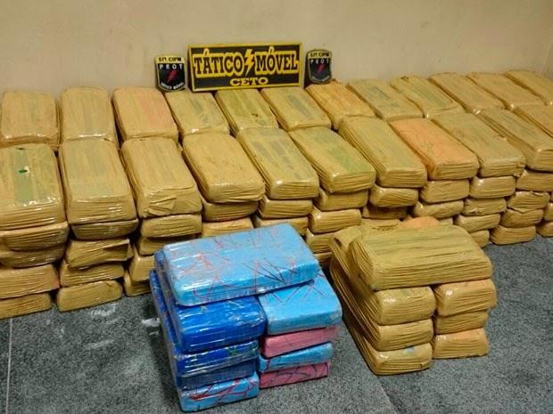 Drogas foram encontradas em dois veículos com três suspeitos (Foto: Divulgação / Polícia Militar)