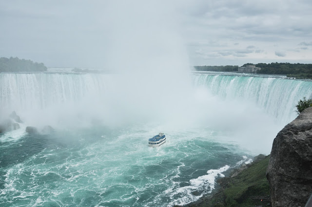Maid of the Mist near to the Horseshoe Falls
