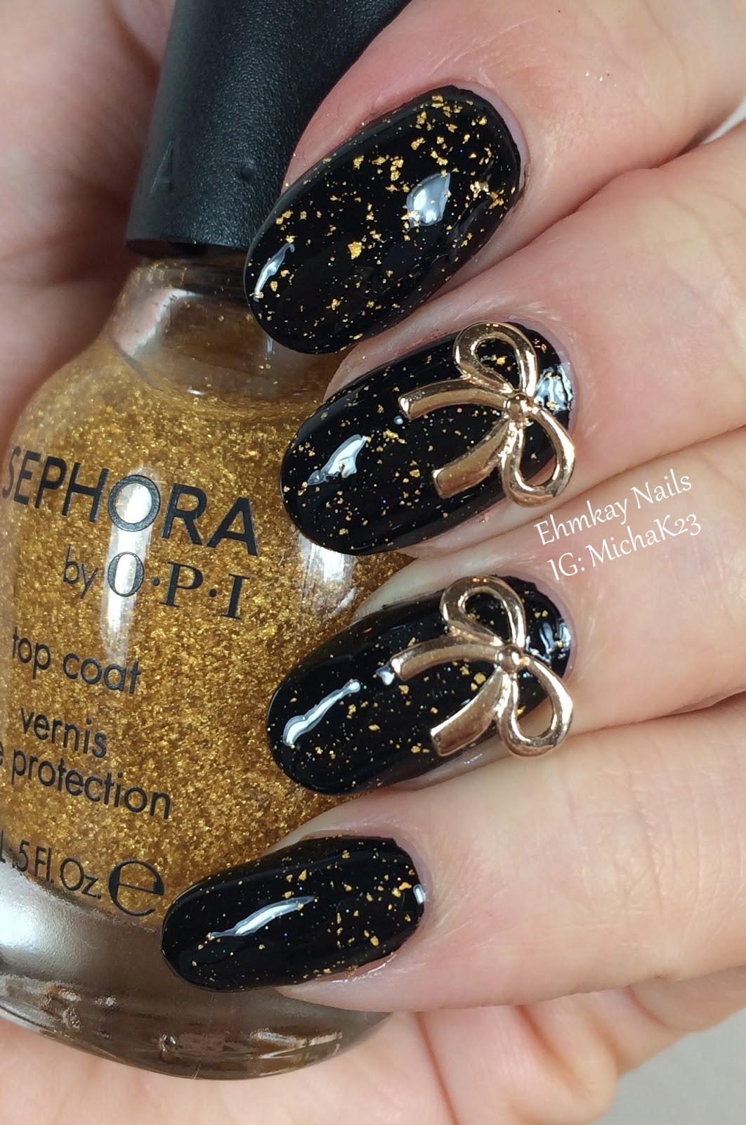 Gold nail polish new years