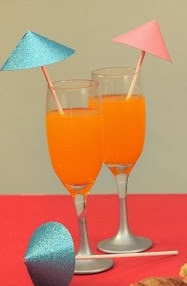 http://lasmanualidades.imujer.com/2011/02/25/como-hacer-sombrillas-para-bebidas