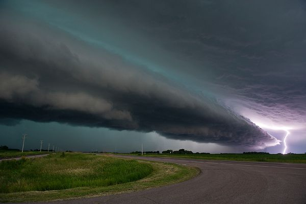 Shelf Cloud and Lightning, Wisconsin