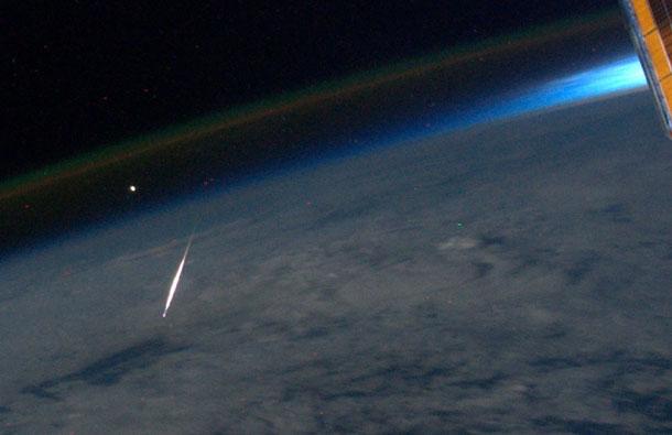 Así se ve una estrella fugaz… desde el espacio!