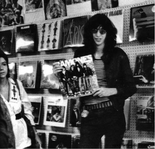 Joey Ramone likes vinyls