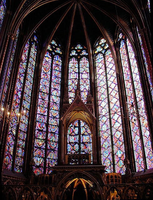 Soaring lancet or pointed-arch windows of Sainte Chapelle bathe the interiors in heavenly light.