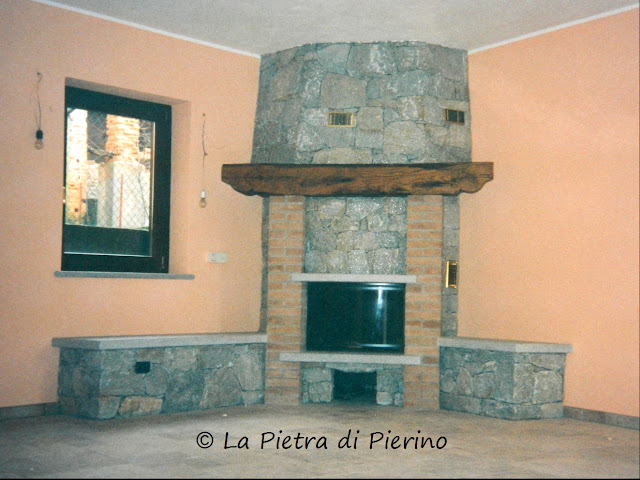 La Pietra di Pierino: Camino CARLO in pietra e mattoni