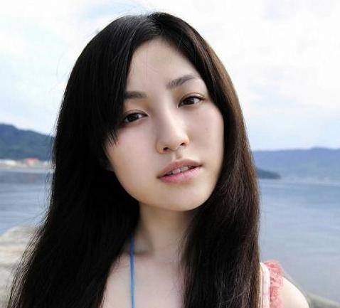 Kaoru Hirata (平田薫) is a sexy Japanese actress and model.