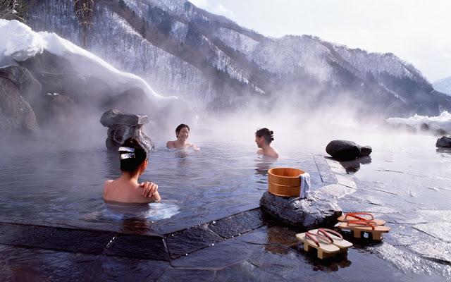 Suối nước nóng ở Dogo Onsen Nhật