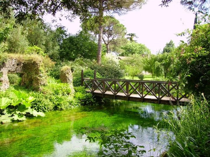 ninfa garden bridge giardino