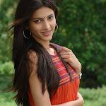 Sruthi Hassan from 7th Sense in Sleeveless Churidar Photos