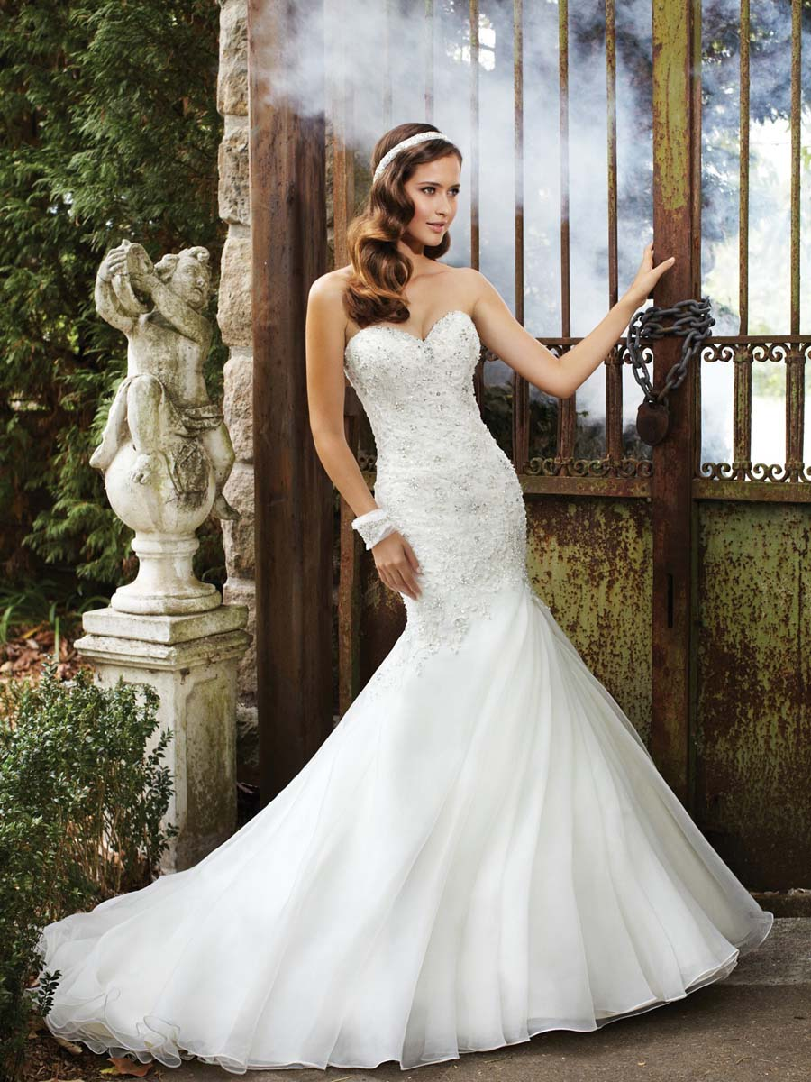 Wedding dress styles for big hips
