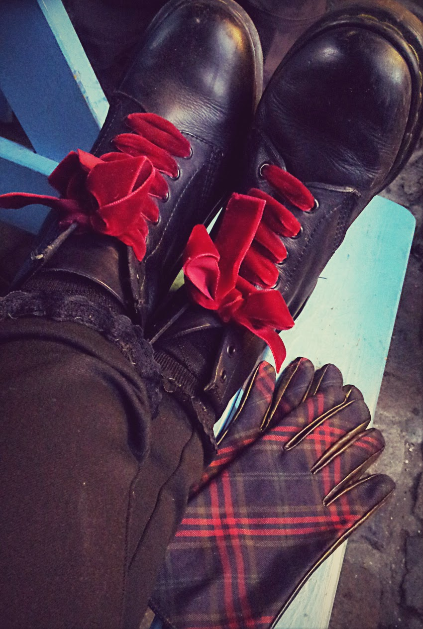plaid+gloves