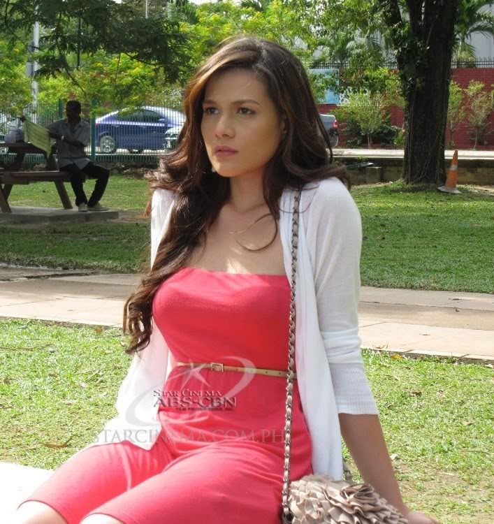 bea alonzo in sexy red dress 02