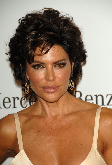 Haircut Ideas: Lisa Rinna Short Hairstyle Haircut Ideas for Women