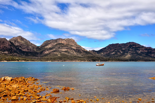 beautiful tasmania scenery coles bay freycinet