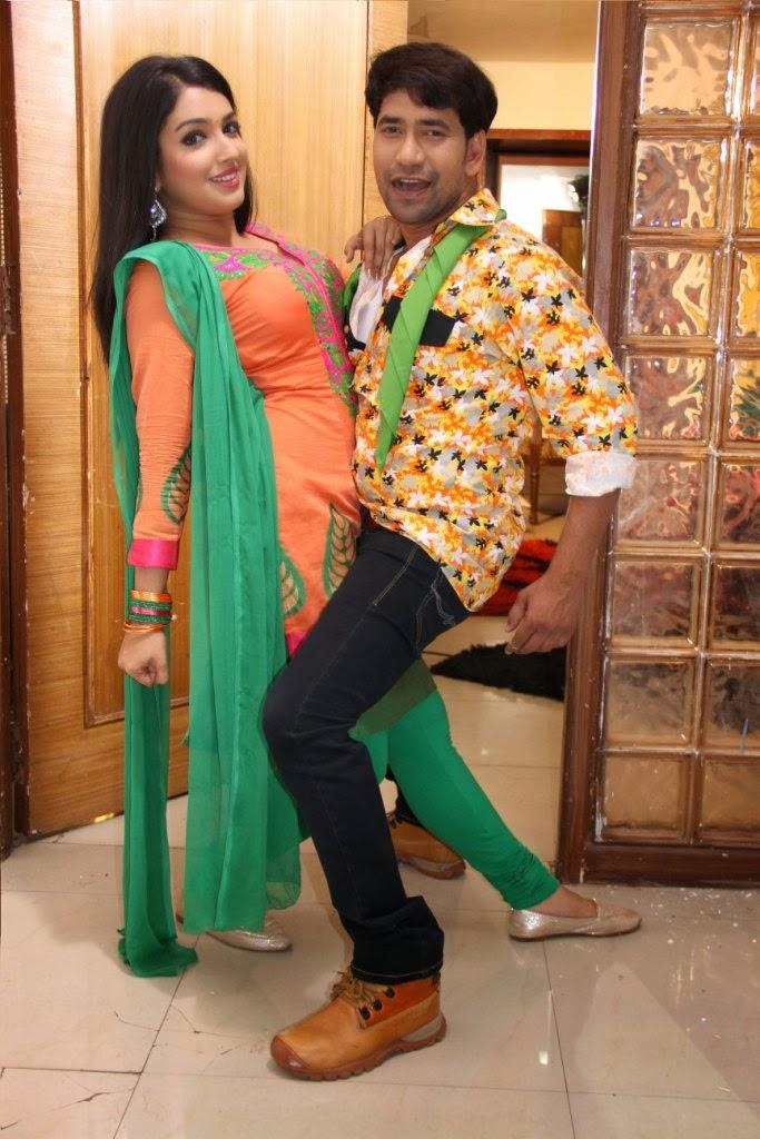 Nirahua & Amrapali Dubey  Back With Nirahua Rikshawala 2
