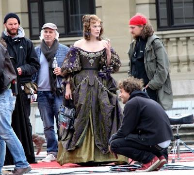Milla Jovovich smoking
