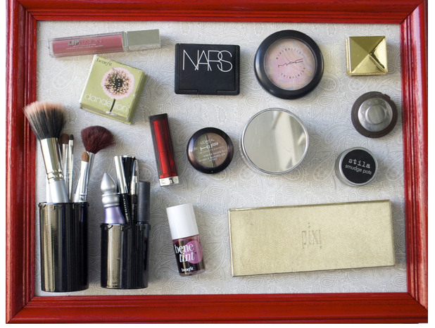 Makeup storage magnet board