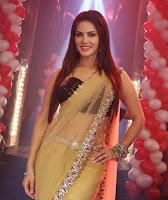Sunny Leone Promotes Ragini MMS 2 on the sets of 'Pavitra Rishta'