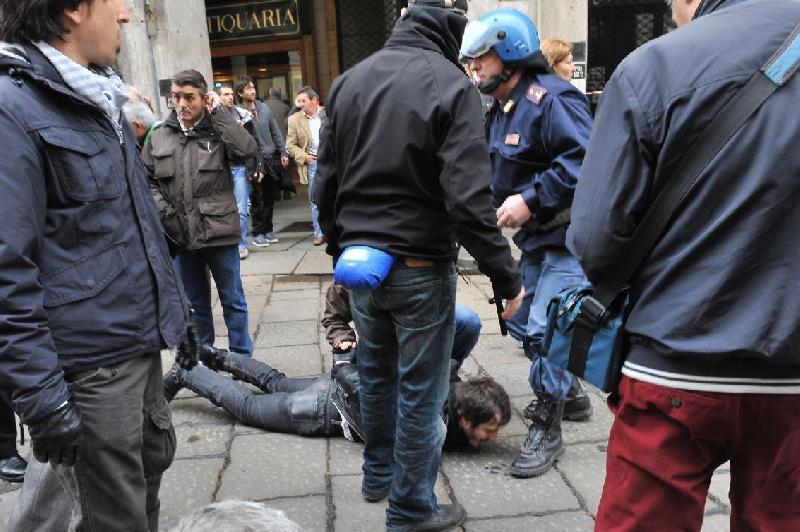 Полиция Турина применяет силы против манифестантов Италия