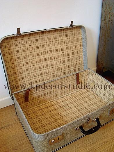 restaurar maletas antiguas con empapelado interior. baules decorativos vintage de tela