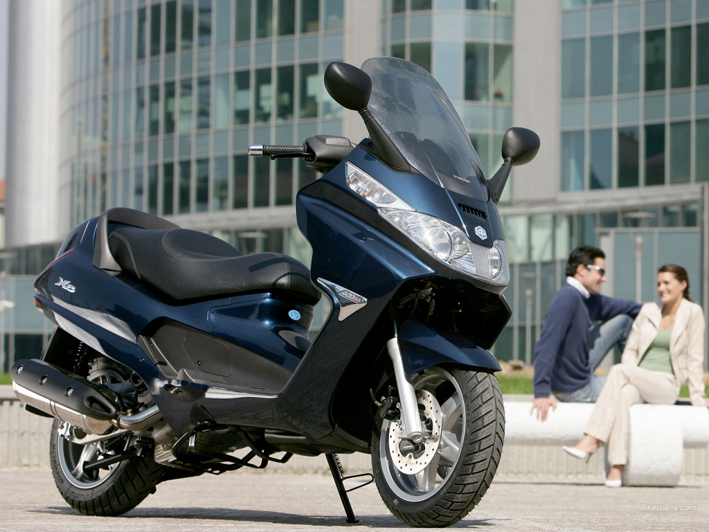 2012 piaggio xevo 400ie and piaggio xevo 125 motorboxer. Black Bedroom Furniture Sets. Home Design Ideas