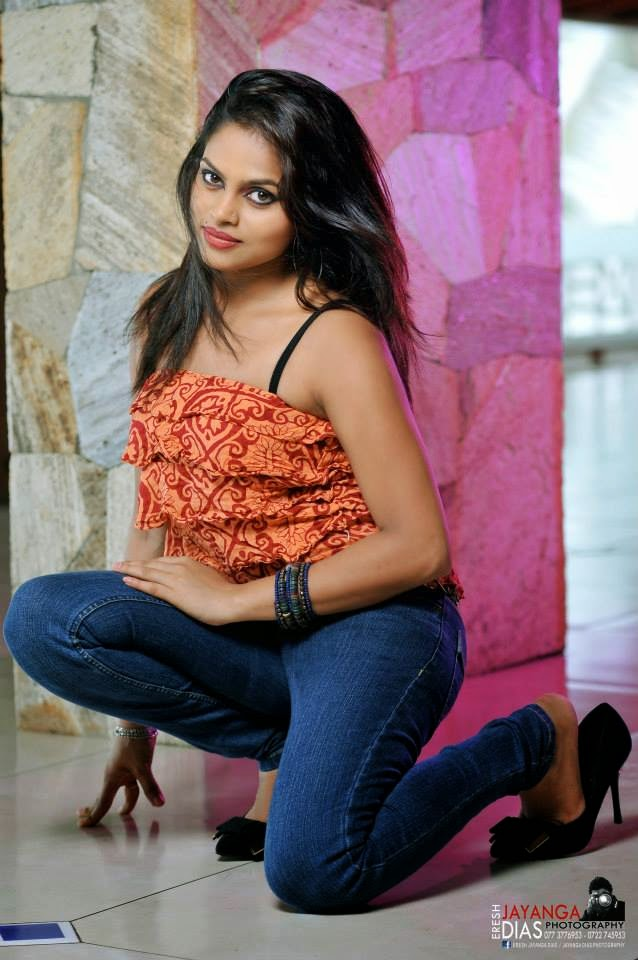 Thanuja Jayasinghe jeans