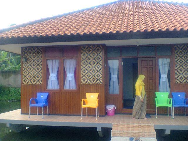 Nampan Tumpah Di Taman Air Sabda Alam Garut Hotel Sabda Alam Garut