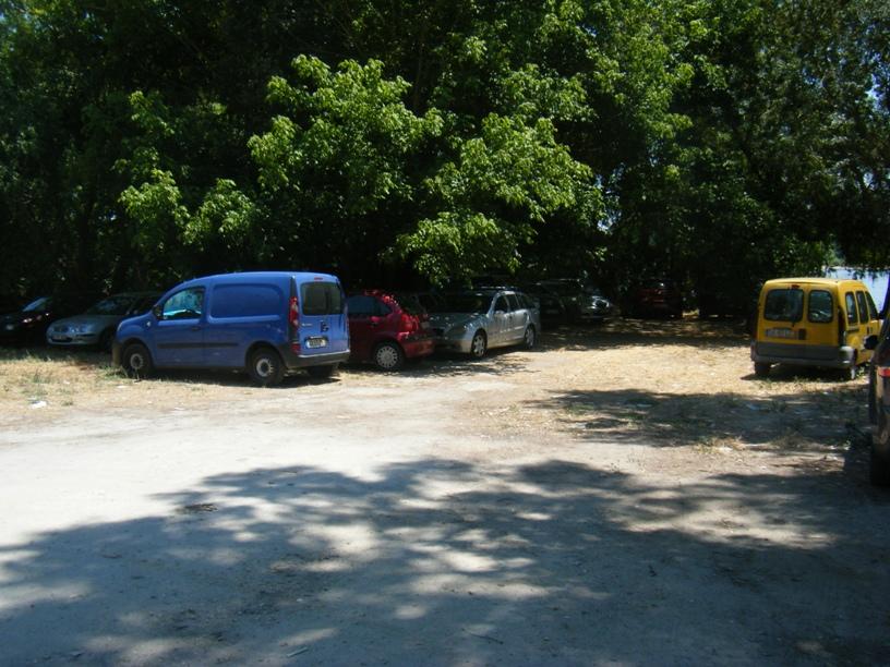 Parque de Estacionamento á sombra