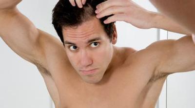 El óleo etérico de la menta para los cabellos de