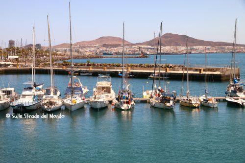 Barche a vela ancorate