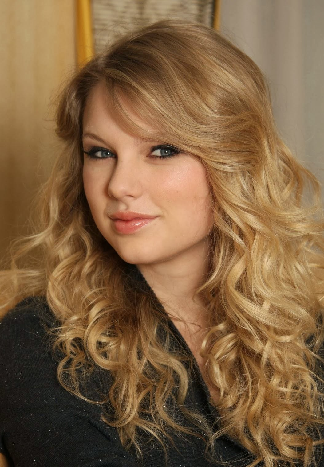 taylow swift curly hairstyles for long hair prom