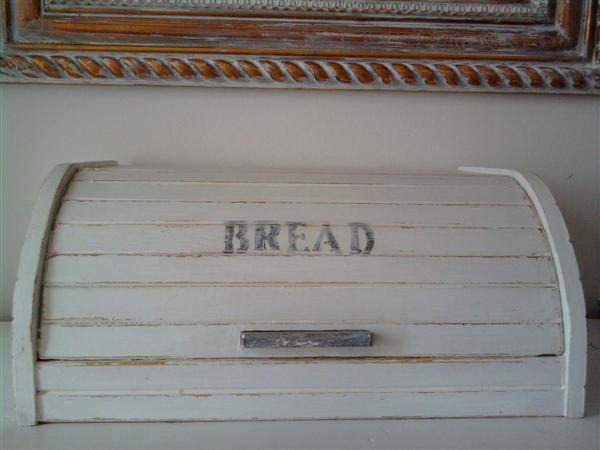 Hayu maselli shabby chic interiors bread box porta pane - Porta shabby chic ...