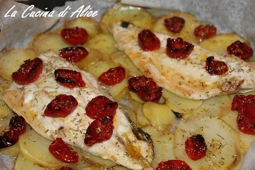La cucina di alice spigola al forno con patate e pomodorini - Cucina di alice ...