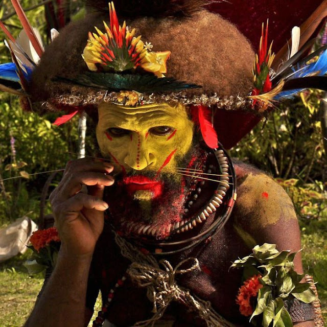 modern life of papuans 07 Modern Life Of Papuans Photo Video Picture Image