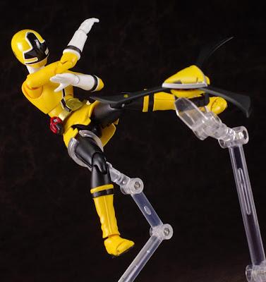Shinken Yellow action figures