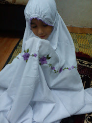 khusyuknya si kecilku ini berdoa =)