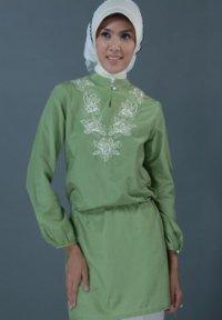 Manet Blus - 4293 Hijau (Toko Jilbab dan Busana Muslimah Terbaru)