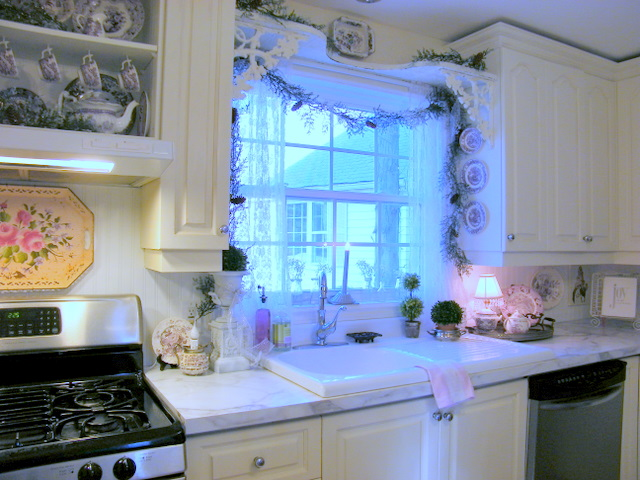 Maison Decor: Christmas in the Kitchen on country decorating with old windows, decorating ideas for living room, decorating ideas for bedrooms, decorating ideas for fireplaces, decorating above kitchen window ideas, decorating ideas for dining room, decorating ideas for doors, decorating ideas for vaulted ceilings, decorating ideas for mirrors, decorating ideas for decks, decorating ideas for floors,